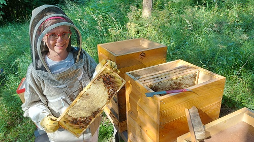 Perfect combination: Senior Business Consultant and Agricultural Skilled Worker in Beekeeping